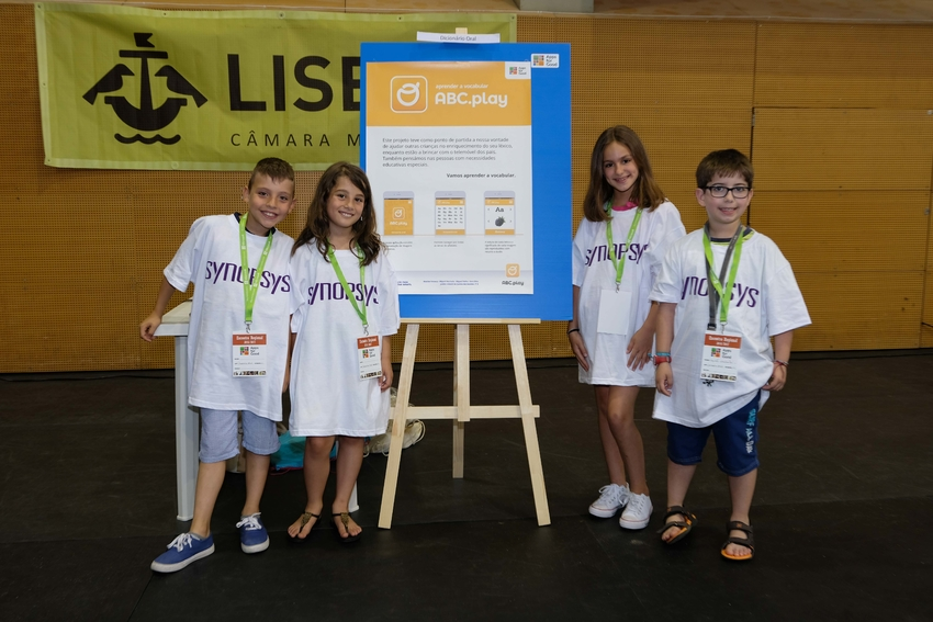 volunteers in Lisbon partnered with Causaus XXI to help mentor students at a local school in coding and robotics.